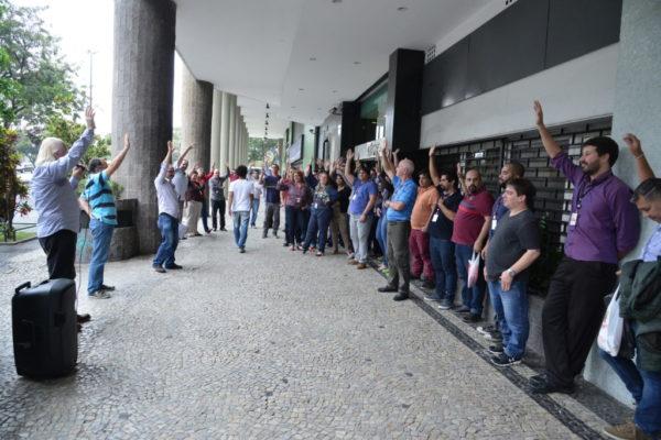 Trabalhadores da unisys brasil no rj aprovam proposta econmica da trabalhadores da unisys brasil no rj aprovam proposta econmica da empresa stopboris Image collections
